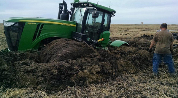 Tractor-Stuck-In-Mud